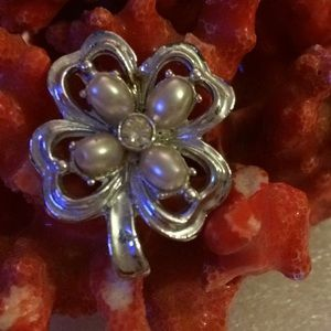 Vintage cove pearls brooch